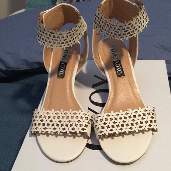 Xoxo shoes nwot white flower wedges poshmark nwot white flower wedges mightylinksfo